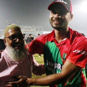 Mashrafe-Mortaza-with-Parents