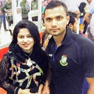 Mashrafe-Mortaza-with-his-wife